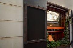 Chalkboard menu mockup przy wejściem restauracja Fotografia Royalty Free