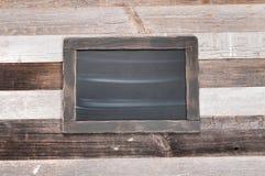 Chalkboard na drewnianym tle obrazy stock