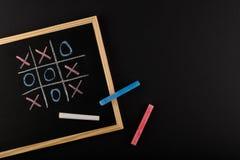 Chalkboard z palec u nogi i kredkami zdjęcie royalty free