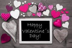 Chalkbord avec beaucoup de coeurs roses, jour de valentines heureux Photo libre de droits