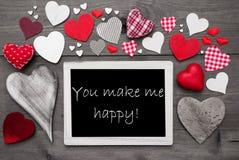 Chalkbord com muitos corações vermelhos, você faz-me feliz fotos de stock royalty free