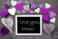 Chalkbord mit vielen purpurroten Herzen, ich liebe dich Mutter Lizenzfreie Stockfotos
