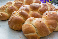 Challah chleb na stole Zdjęcia Stock