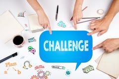 challenge Mötet på den vita kontorstabellen Arkivfoton