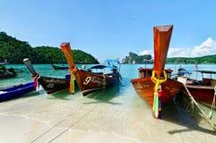 Chaloupes en mer d'Andaman Image libre de droits
