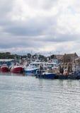 Chalutiers de pêche amarrés à quai au quai Photo libre de droits