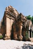 Cham góruje po Nagar Sławny pałac w Nhatrang, Wietnam Zdjęcie Royalty Free