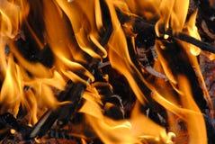 Chama alaranjada brilhante do fogo imagem de stock royalty free