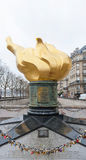 Chama da liberdade em Paris fotografia de stock royalty free