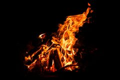 Chama do fogo no fundo escuro preto imagens de stock royalty free