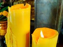 Chama em uma grande vela, bonito, usada para queimar o incenso fotografia de stock