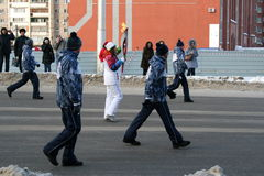 Chama olímpica. Cidade de Ufa, respublika Bashkortostan, Rússia, o 20 de dezembro de 2013 ano. Fotografia de Stock Royalty Free