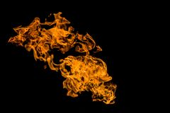 Chama ou fogo ardente isolada no fundo preto fotos de stock