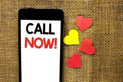 Chamada da exibição do sinal do texto agora Serviço ao cliente conceptual da telefonia do apoio da linha de apoio ao cliente do b imagens de stock