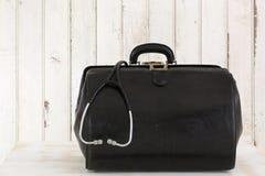 Chamada home, o saco do doutor com estetoscópio Fotografia de Stock
