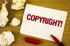 Chamada inspirador de Copyright do texto da escrita da palavra Conceito do negócio para dizer não à pirataria da propriedade inte fotos de stock