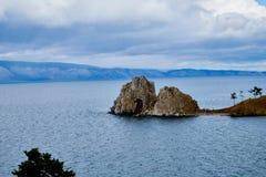 Chaman Rock chez le lac Baïkal photos libres de droits