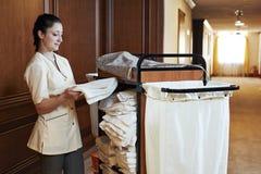 Chambermaid przy hotelem Fotografia Royalty Free