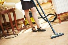 Chambermaid przy hotelową usługa zdjęcia stock
