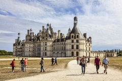 Chambord城堡的游人 免版税库存照片
