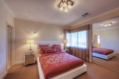Chambre à coucher à la maison de luxe Photographie stock libre de droits