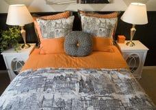 Chambre à coucher à la maison de luxe. Images libres de droits