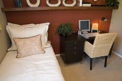 Chambre à coucher à la maison de luxe moderne. Photographie stock