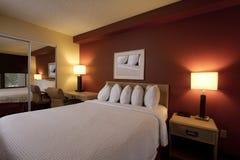 Chambre à coucher à la maison moderne d'appartement Images stock