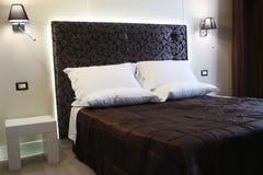 Chambre à coucher élégante Photographie stock libre de droits