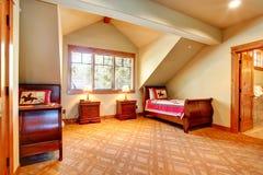 Chambre à coucher avec deux lits Photographie stock libre de droits