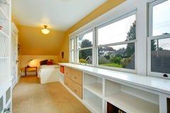 Chambre à coucher avec la combinaison de stockage Photos stock