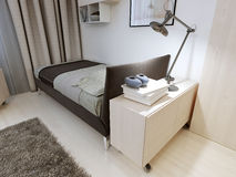 Chambre à coucher avec les meubles stricts Photographie stock libre de droits