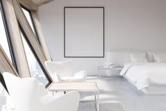 Chambre à coucher blanche dans un grenier, affiche, plan rapproché Photos stock