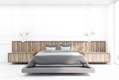 Chambre à coucher blanche et en bois, lit gris Photo libre de droits