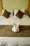 Chambre à coucher brune blanche Photos libres de droits
