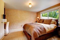 Chambre à coucher chaude confortable de couleurs image stock