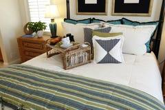 Chambre à coucher confortable image stock