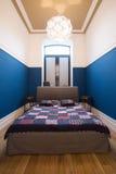 Chambre à coucher contemporaine dans le style masculin Photographie stock