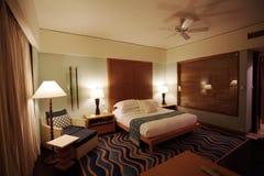 Chambre à coucher d'hôtel de cinq étoiles Images libres de droits