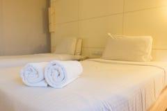 Chambre à coucher d'hôtel de luxe Photographie stock libre de droits