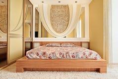 Chambre à coucher dans des sons chauds images libres de droits