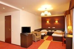 Chambre à coucher dans l'hôtel photos stock