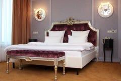 Chambre à coucher dans l'hôtel photos libres de droits