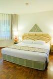 Chambre à coucher dans l'hôtel Photographie stock libre de droits