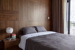 Chambre à coucher dans les conceptions de maison photo stock