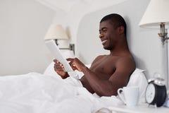 Chambre à coucher de comprimé d'homme Image stock