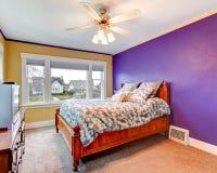 Chambre à coucher de couleur de contraste photo stock