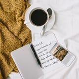 Chambre à coucher de journal d'expresso d'Americano de café pour faire le concept de liste Photos stock