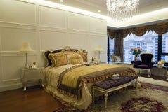Chambre à coucher de luxe photographie stock libre de droits