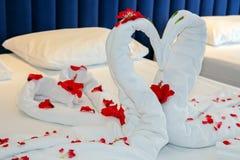 Chambre à coucher de luxe dans une suite d'hôtel Images libres de droits